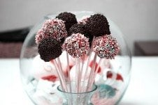 A close up of multiple cake pops.