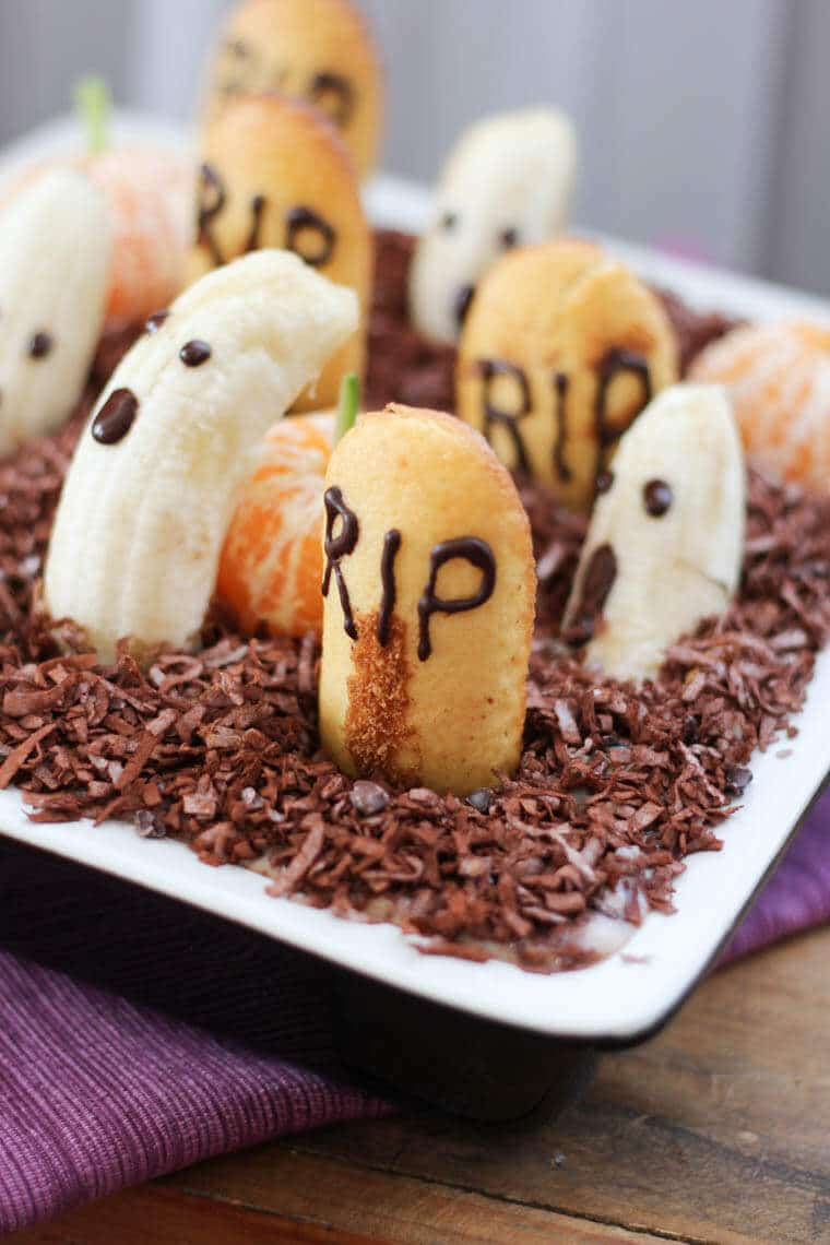 This healthy Halloween dessert dip looks like an edible graveyard and is a healthy vegan dessert for Halloween parties!