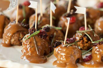 These Cranberry Turkey Cocktail Meatballs make perfect healthy holiday appetizers that you and your family are going to love!