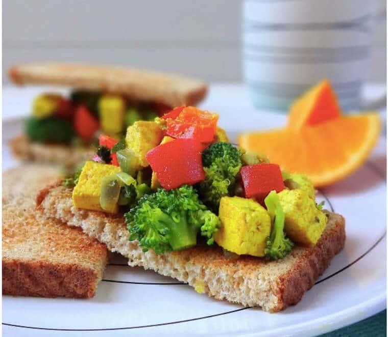 A plate of tofu breakfast toast.