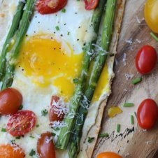 This Spring Vegetarian Breakfast Pizza with Asparagus, Tomatoes and Runny Eggs is a healthy, high protein, low carb alternative to bacon and eggs or pancakes to switch up your morning routine.