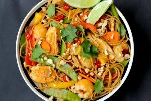Healthy Lychee Chicken Curry Noodles | High Fibre, High Protein Dinner