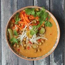 This vegan curried sunchoke and chickpea soup packs a punch with intense flavours and it finished with a crunch from the roasted crispy chickpeas.