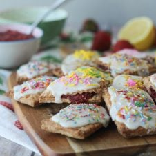 Healthy Strawberry Lemonade Vegan Pop-tarts that are the perfect good-for-you treat when you need a little pick me up.