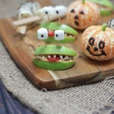 These Halloween Banana Ghosts and Clementine Pumpkins are Vegan, Gluten Free Healthy Trick or Treat Recipes that your little witches and goblins are going to gobble up!