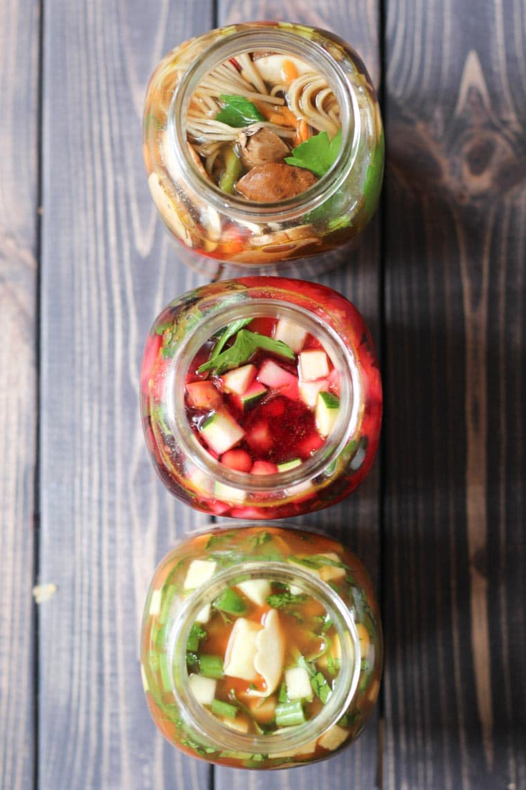I share my favourite easy vegan mason jar soup recipes to help you eat your veggies easily at work with these simple packable work lunches.