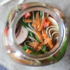 I share my favourite easyvegan mason jar soup recipes to help you eat your veggies easily at work with these simple packable work lunches.