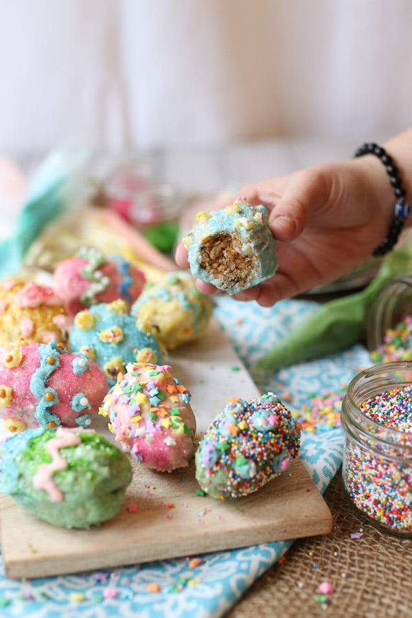TheseVegan Gluten Free Rice Krispies Easter Eggs are coated in a Homemade Vegan White Chocolate that is easy for the whole family to decorate with different colours, sprinkles and candies!