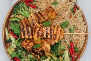 vegan sriracha grilled tofu and pineapple skewers for easy meal prep #glutenfreefood #mealprep #skewers #grilledtofu #grilling #summerfood #veganfood #pineapple #tofu #sriracha