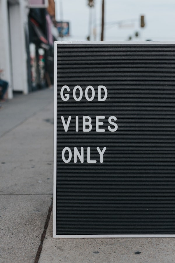 """sign that reads """"good vibes only"""""""