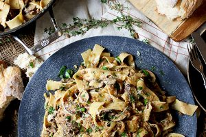 This Vegan Creamy Mushroom and Caramelized Onion Pasta is the perfect Healthy Holiday Dinner Recipe for entertaining your plant-based, vegetarian, vegan, and carnivore friends and family. #abbeyskitchen #veganpasta #healthyholidaydinner