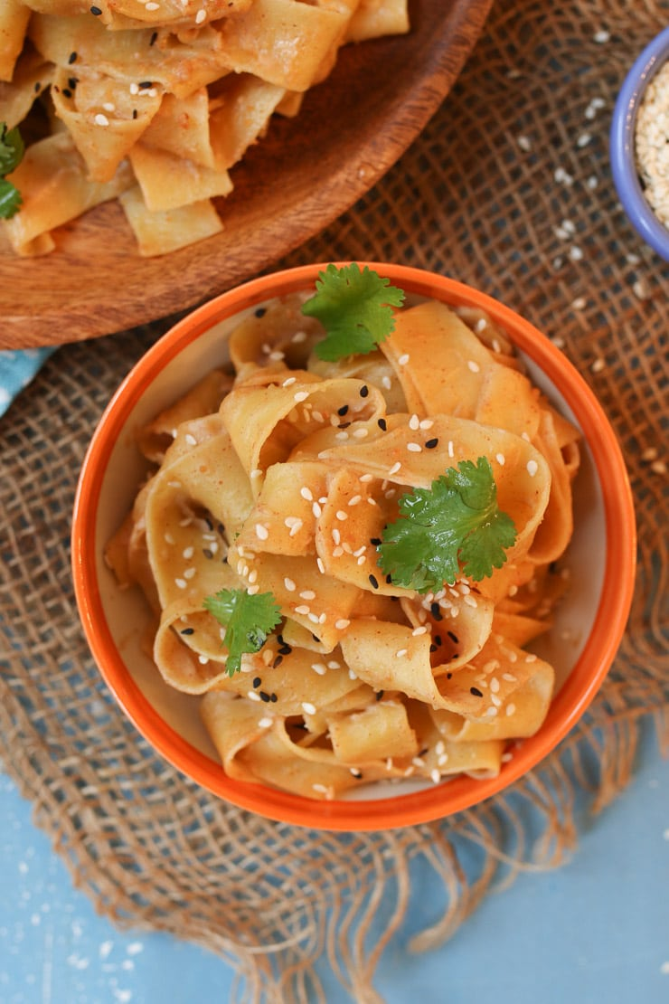 These Easy Peanut Butter Noodles are perfect for Baby Led Weaning (BLW) with babies 6 months or older as an easy allergen introduction recipe.