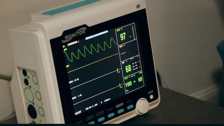 image of a heart rate monitor in a hospital setting