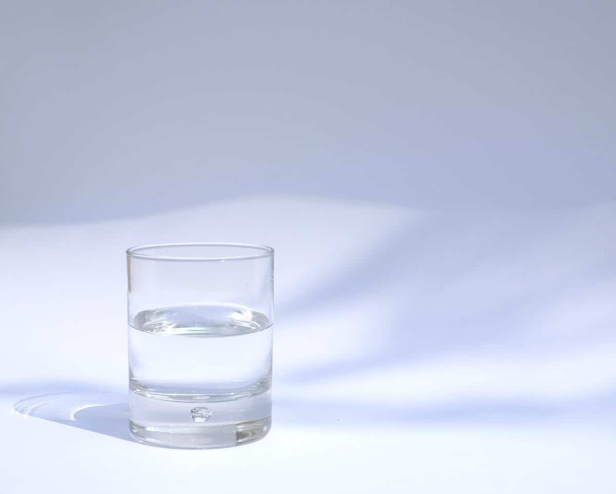 water in a glass for hydration to manage blood sugar levels