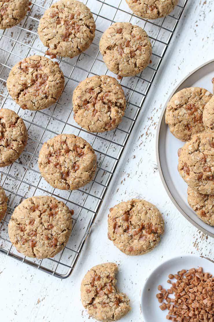 birds eye view of salted toffee cookies