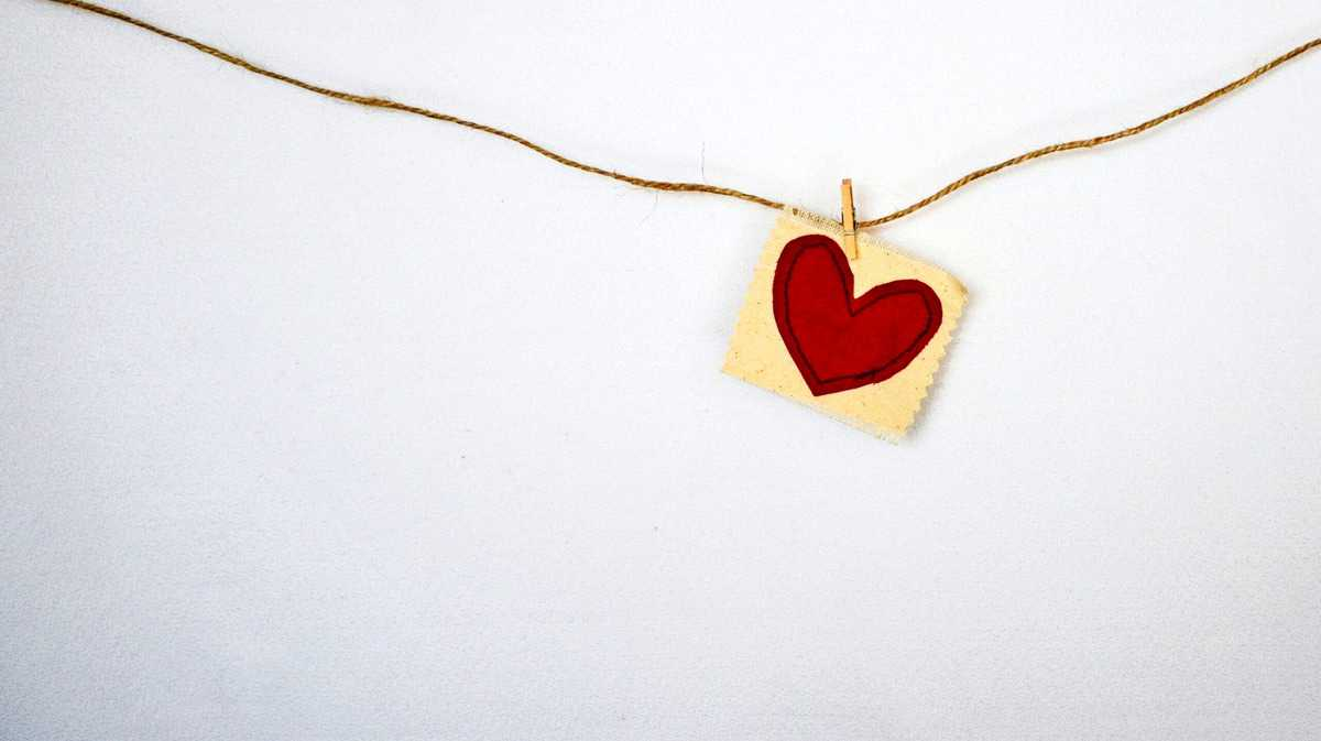 A picture of a heart hanging from a string.