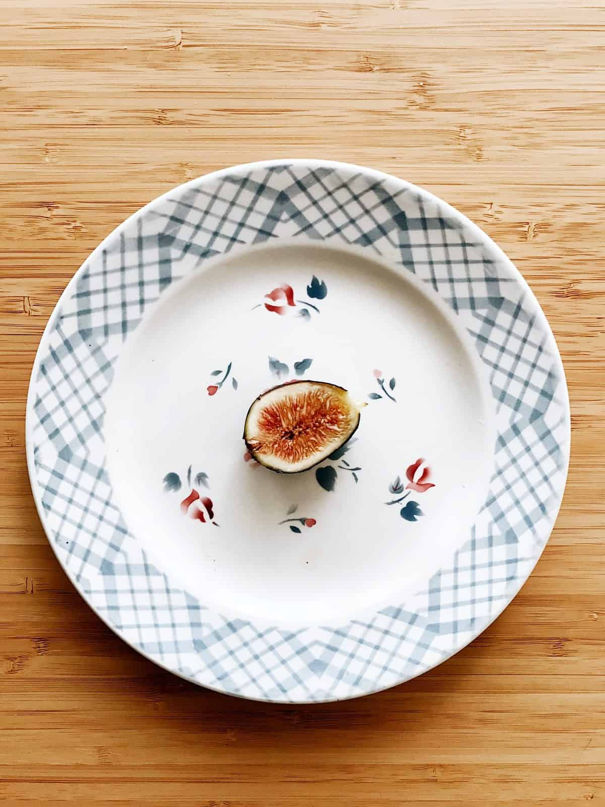 A single fig on a plate to demonstrate how restrictive intuitive fasting is.