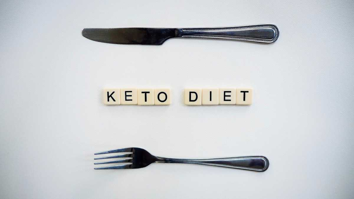 """The letters """"keto diet"""" spelled out in tiles with two forks on the top and bottom."""