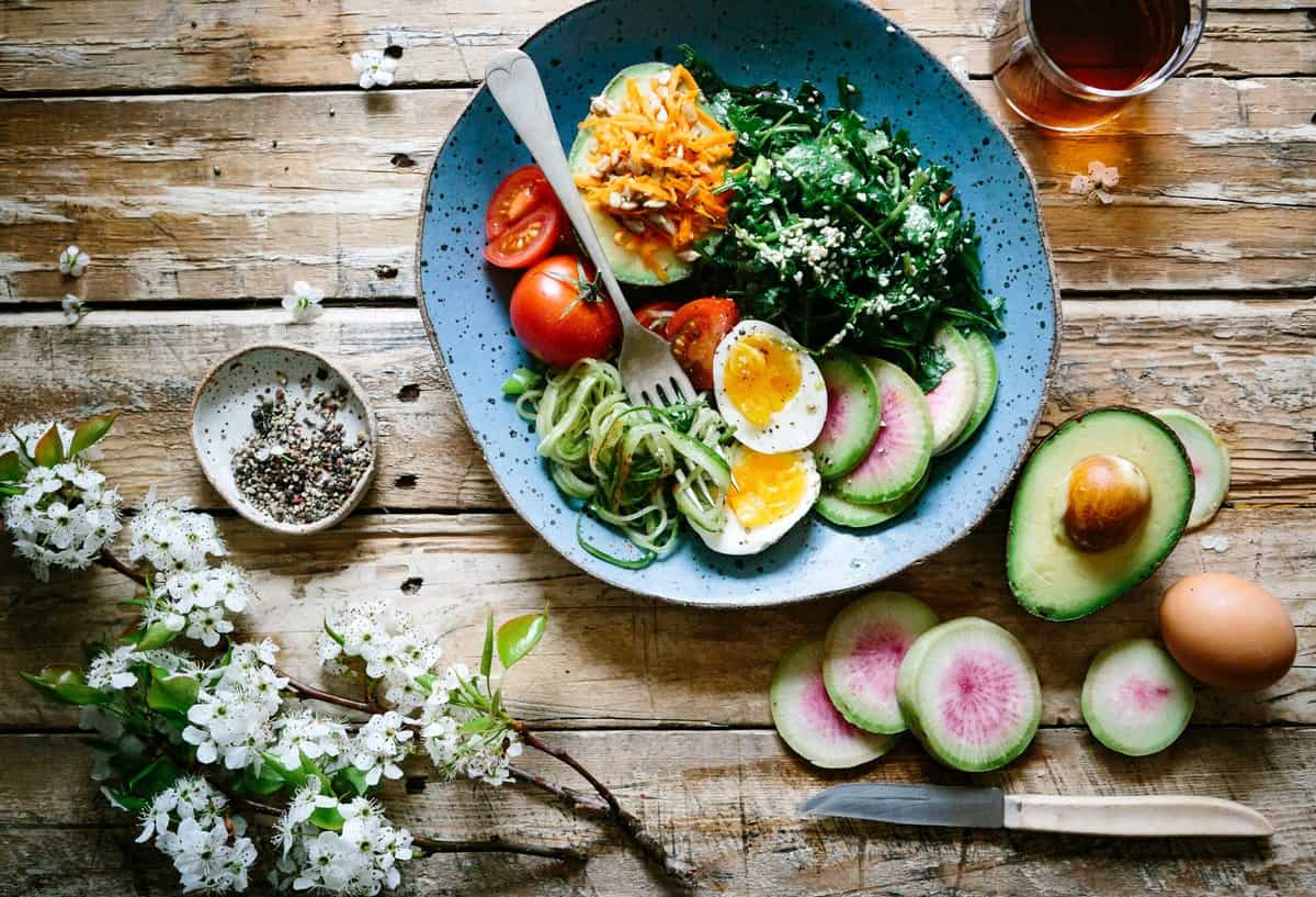 Birds eye view of a healthy detox salad.