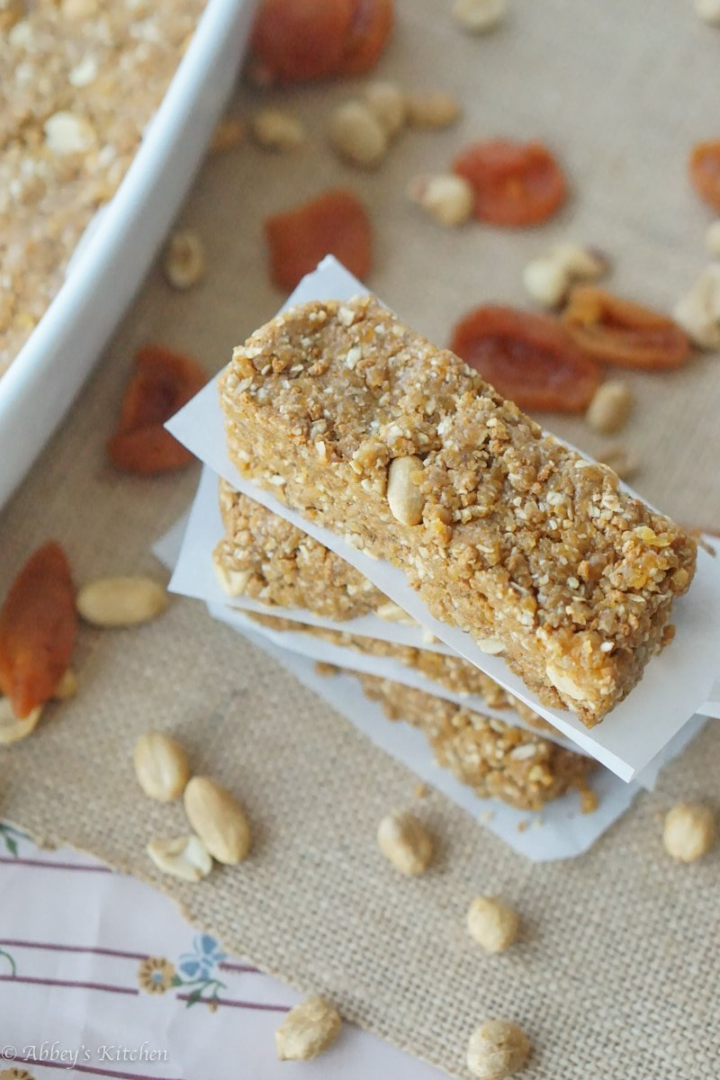 These gluten free no bake granola bars are the perfect go-to snack and are packed with protein, fibre, healthy fats, flax seeds and dried apricots for sweetness.